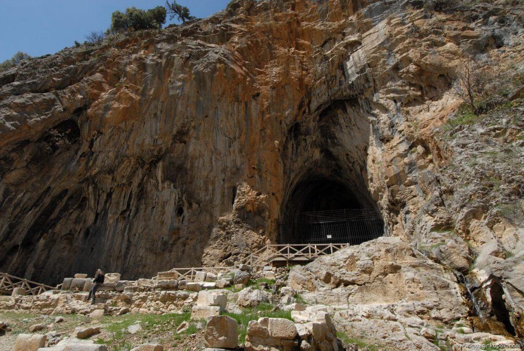 Eğirdir,Zindan Mağaraları